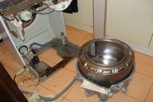 Стиральная машина Electrolux со снятым барабаном