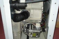Стиральная машина Аристон в разобранном виде