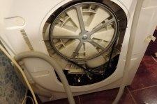Стиральная машина Индезит в разобранном виде